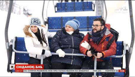 Ведущие Сніданку з 1+1 покоряют Карпаты вместе с постоянной зрительницей Людмилой Коровьяковой