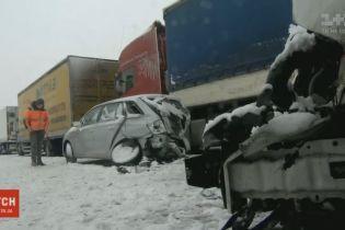 Десятки машин столкнулись на трассе польского Лодзя