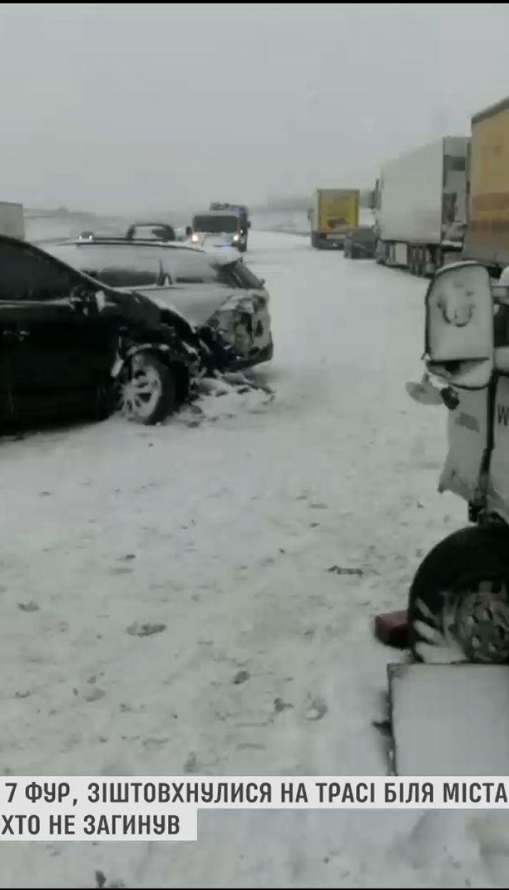 Массовое ДТП в Польше: сразу 18 автомобилей столкнулись на трассе возле города Лодзь