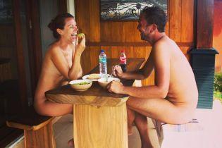 Во Франции закроют первый ресторан для посиделок голышом