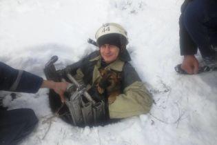 Украинские спасатели спасли двух собак, которые упали в реку и колодец