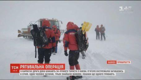 В екстремальних умовах рятувальники шукають в Карпатах зниклого лижника