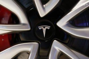 Tesla на автопілоті збила російського робота на виставці - ЗМІ
