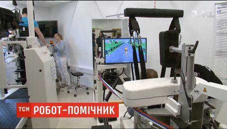 Словенские врачи заново учат пациентов ходить с помощью специального робота