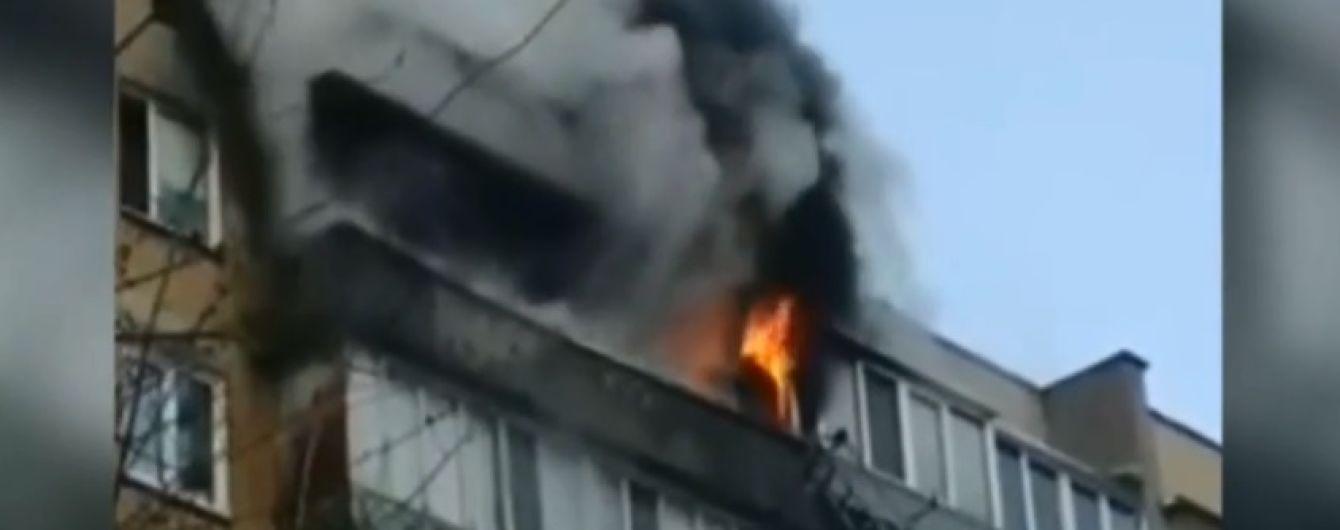 На Троещине пьяный курильщик поджег квартиру на последнем этаже