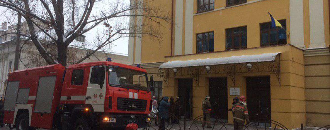 У Києві через закорочення електропроводки евакуювали школу