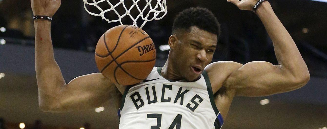 Баскетболист эффектным броском отправил соперника в нокдаун в матче НБА