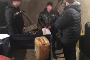На Миколаївщині правоохоронці крали пальне у припаркованих фур