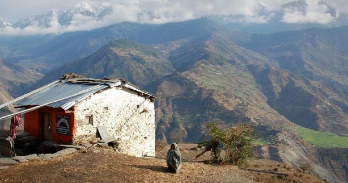 """В Непале женщина и двое детей умерли во время """"менструального изгнания"""""""