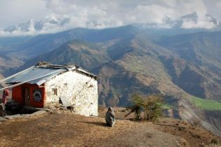 Під час падіння автобуса в Непалі загинули 15 людей