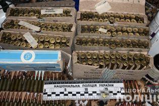 В Винницкой области у 60-летнего мужчины изъяли арсенал оружия и наркотики