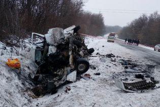 Под Черновцами столкнулись микроавтобусы: одна из машин превратилась в груду металлолома, есть погибший