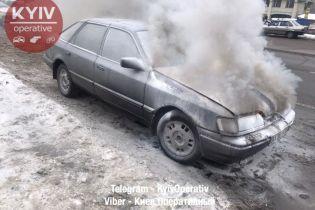 У Києві загорілася машина, куплена за дві години до інциденту