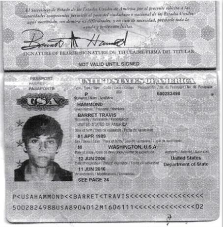 Паспорт на ім'я Тревіса Хаммонда
