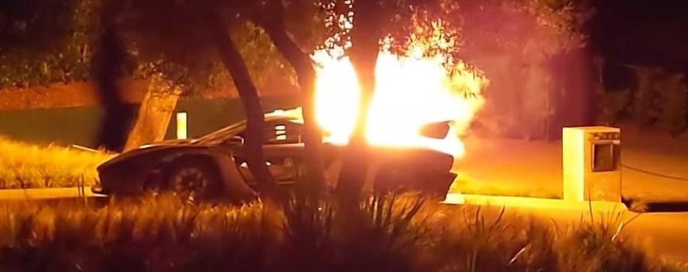 В США потрясенный блогер снял, как сгорел его суперкар McLaren