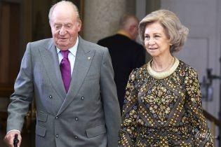 В пестром платье и любимых туфлях: королева София на светской церемонии