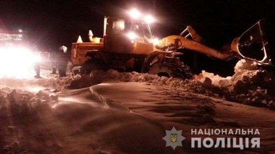 На Запоріжжі та Донеччині ввели обмеження руху транспорту через сильні снігопади