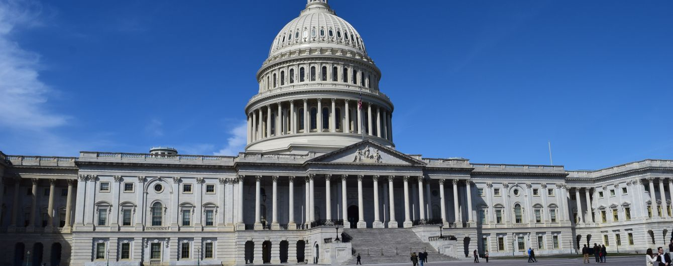 Палата представителей проголосовала против объявленного Трампом чрезвычайного положения в США