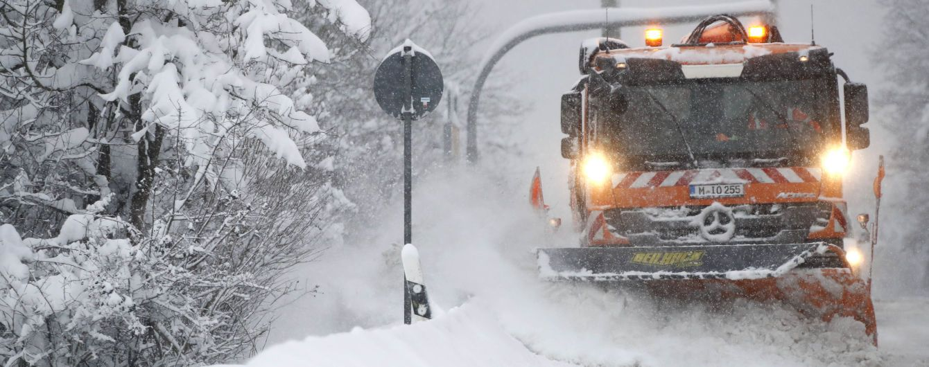Погода на понеділок: по всій Україні сніг, на дорогах ожеледиця
