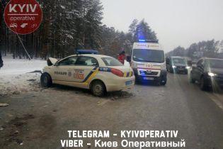"""Біля Ірпеня поліція охорони на """"ЗАЗ"""" влетіла у Mitsubishi"""