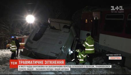 В Словакии фура столкнулась с поездом, есть пострадавшие