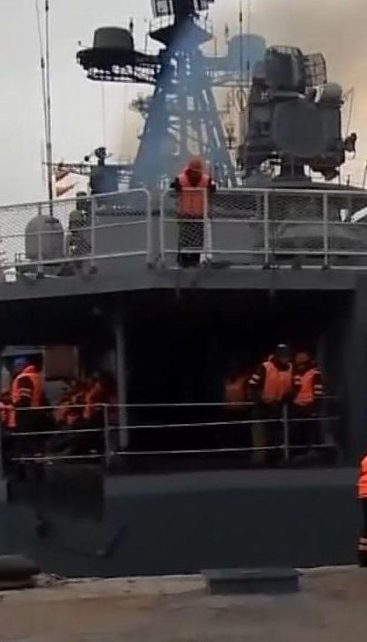 Російські військові маневри у Криму: до Севастополя прибув бойовий есмінець