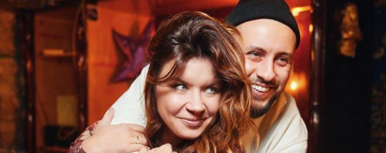 Monatik опубликовал нежное фото рыжеволосой жены и посвятил ей лирические строки