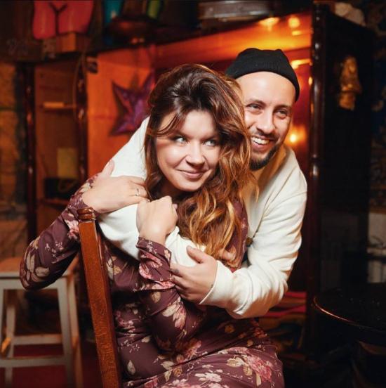 Monatik опублікував ніжне фото рудоволосої дружини і присвятив їй ліричні рядки