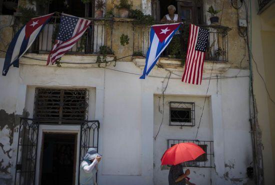 """Втрата слуху, нудота та головний біль. Вчені пояснили загадковий """"гаванський синдром"""", який вражає дипломатів на Кубі"""