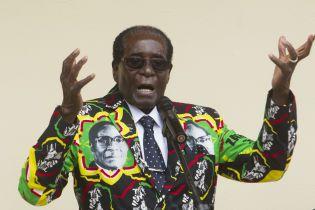 У экс-диктатора Зимбабве украли портфель с $150 тысячами. Правоохранители подозревают его родственников