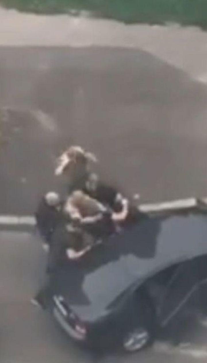 На Київщині серед білого дня викрали молодого чоловіка
