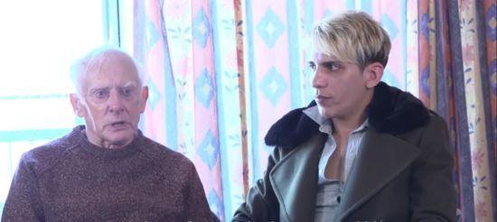 """""""Заробити на річницю"""": 80-річний екс-вікарій і його молодий чоловік шукають роботу моделями"""