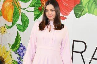 В красивом платье и лодочках Louis Vuitton: Миранда Керр на пресс-конференции в Токио