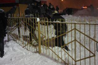 В Харькове крыша киоска рухнула под тяжестью снега: есть пострадавшие