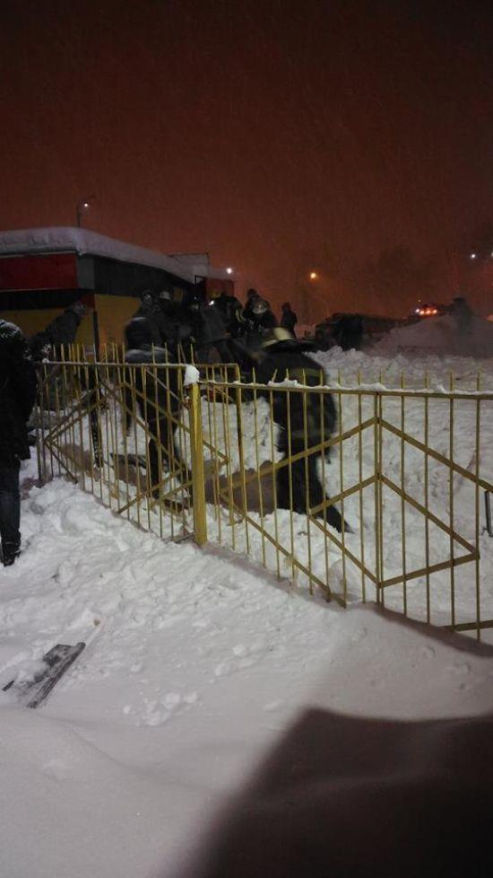 У Харкові дах кіоску обвалився під важкістю снігу: є постраждалі