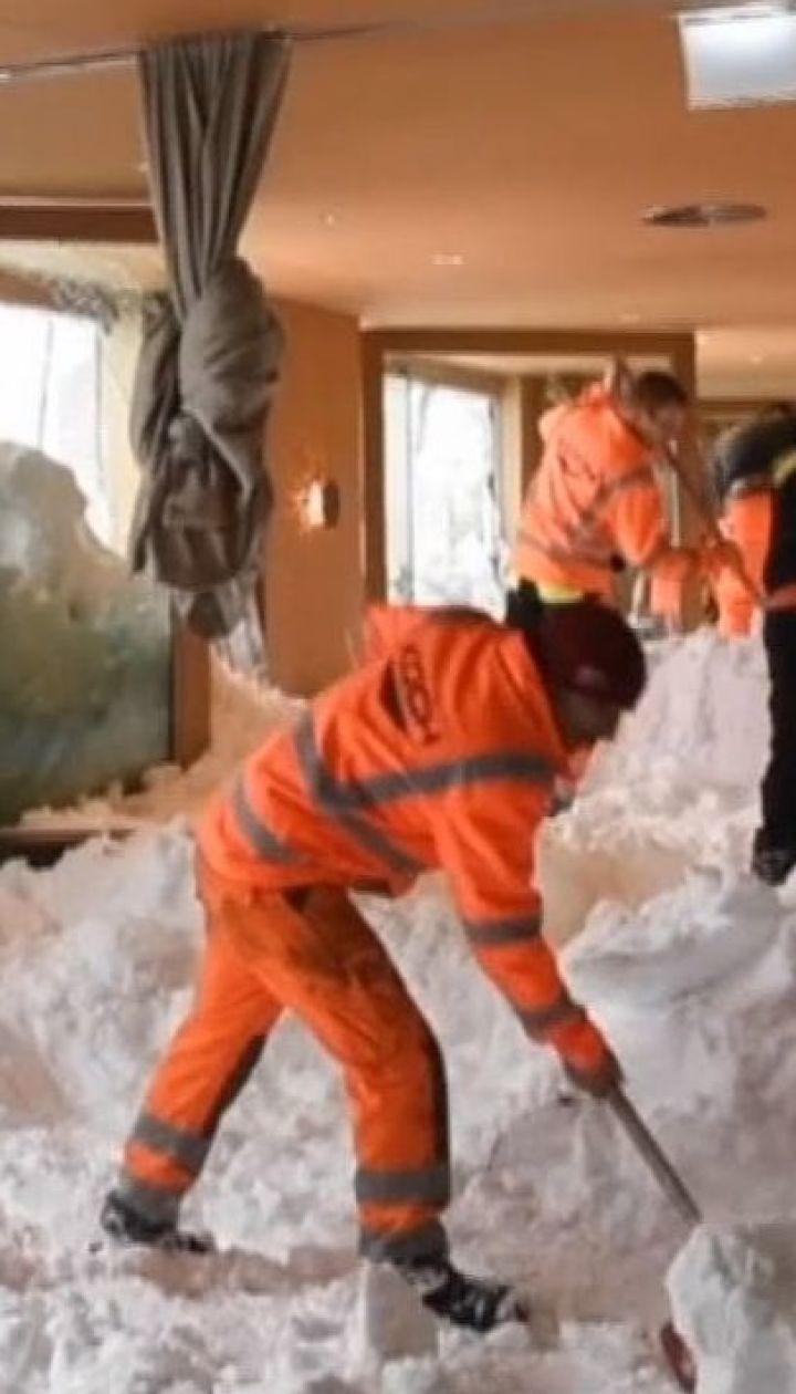 В Швейцарии на горнолыжном курорте лавина накрыла отель