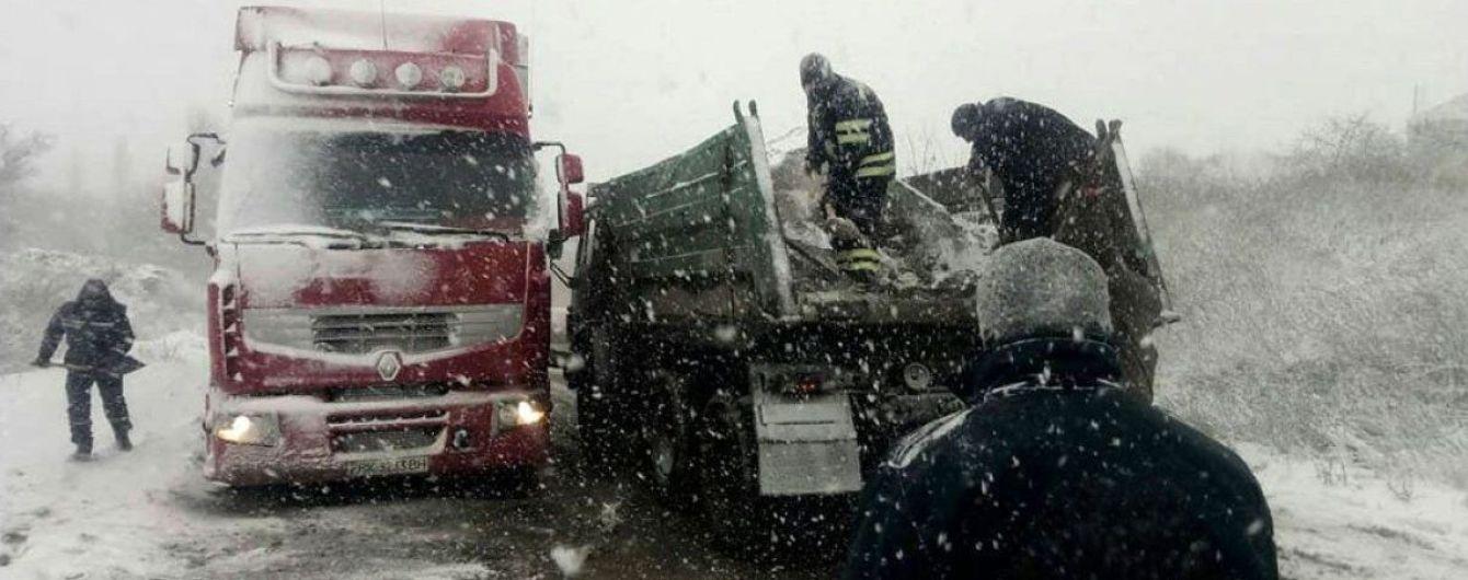 Проезд на главных дорогах страны обеспечен несмотря на мокрый снег