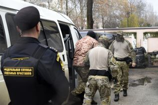 Восьмерых пленных украинских моряков оставили под стражей до 24 апреля