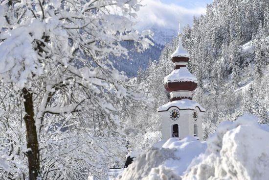 Погода на вівторок: синоптики обіцяють мокрий сніг та хуртовини