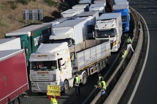 """Вантажівка збила учасника протестів """"жовтих жилетів"""" у Бельгії"""