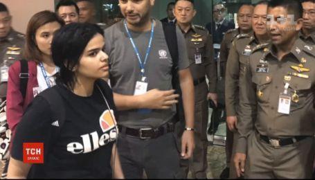 18-річна біженка з Саудівської Аравії отримала притулок у Канаді