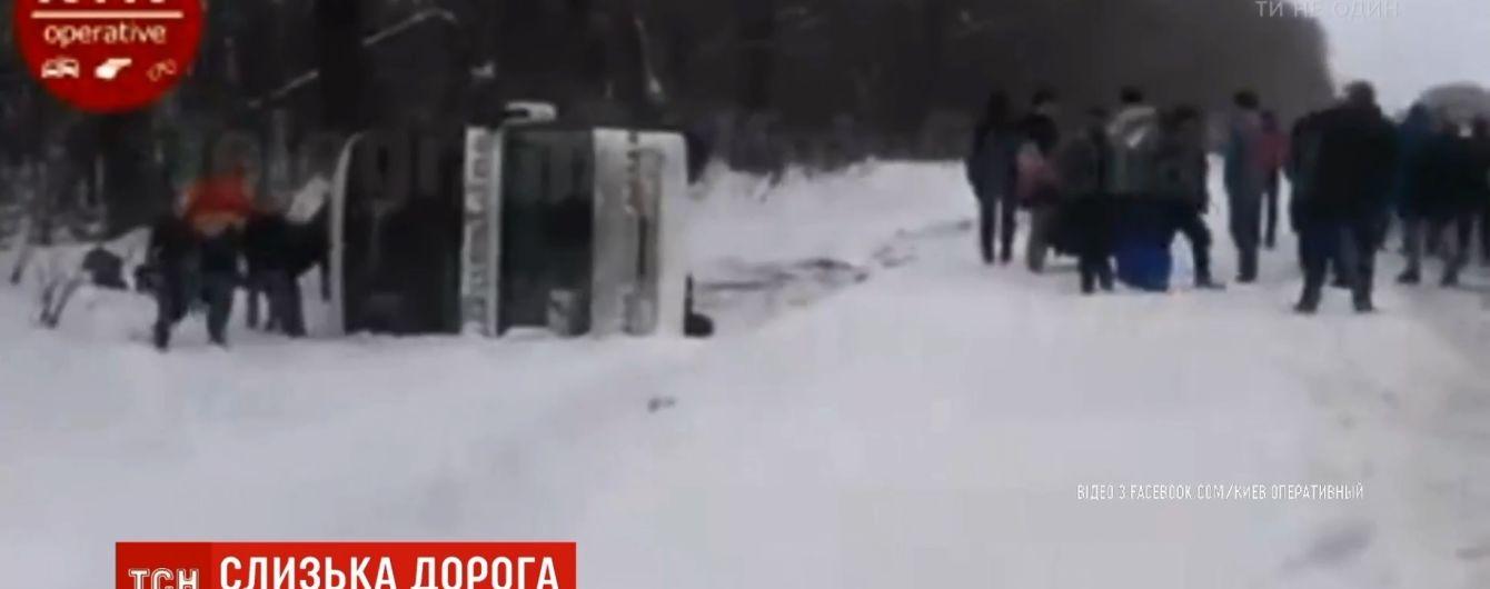Двухэтажный автобус Киев-Москва перевернулся на Черниговщине
