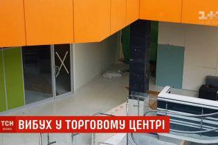 Стан постраждалого від вибуху в ТРЦ Києва тяжкий