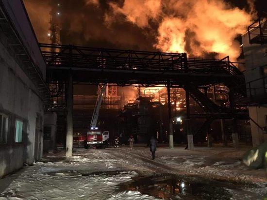 На Івано-Франківщині масштабно спалахнув хімзавод