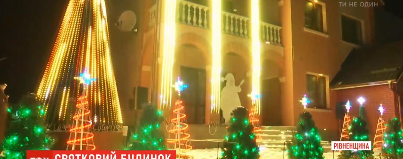 Семья из поселка на Ровенщине превратила свой дом в феерическое праздничное шоу и покорила Украину