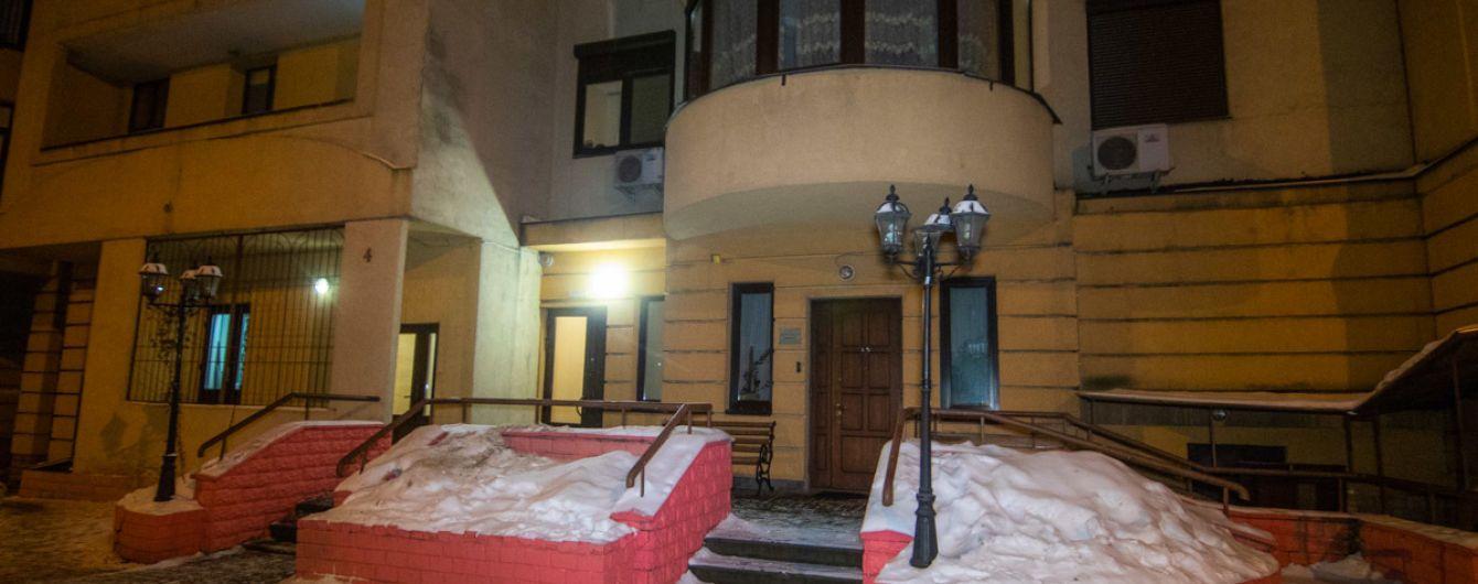В Киеве с 24 этажа дома упал мужчина