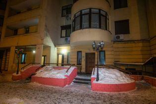 В Києві з 24 поверху будинку впав чоловік