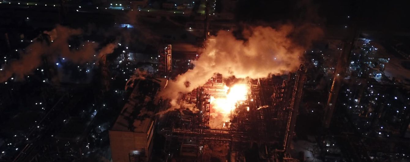Пожар на заводе в Калуше. Спасатели озвучили причины, а медики - о безопасности ситуации