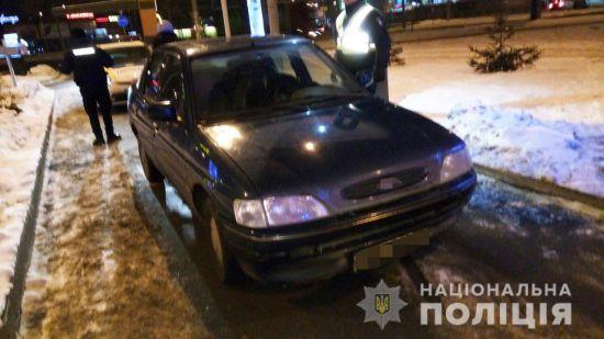 Погрожували ножем і викрали авто: у Києві троє іноземців пограбували таксиста