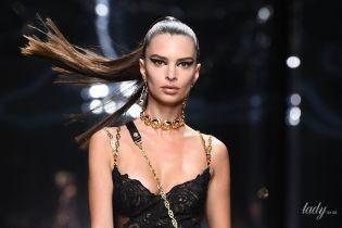 В сексуальном бельевом платье и рваных колготах: Эмили Ратажковски дефилировала в Милане